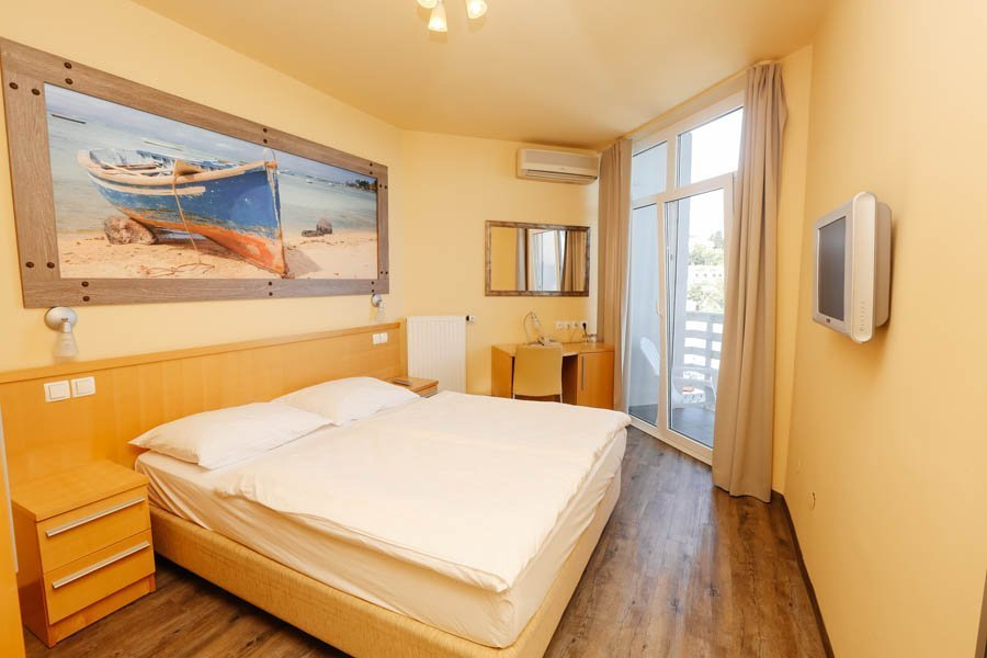 DOUBLE ROOM – A VIEW OF THE SEA AND THE LAKE